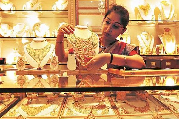 ভারতে পুরোনো স্বর্ণ বিক্রির হিড়িক