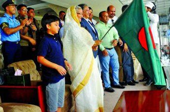 ঘণ্টা বাজিয়ে হাসিনা-মমতার  'গোলাপি টেস্ট' উদ্বোধন