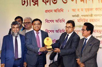 সেরা করদাতার পুরস্কার পেলো ইসলামী ব্যাংক